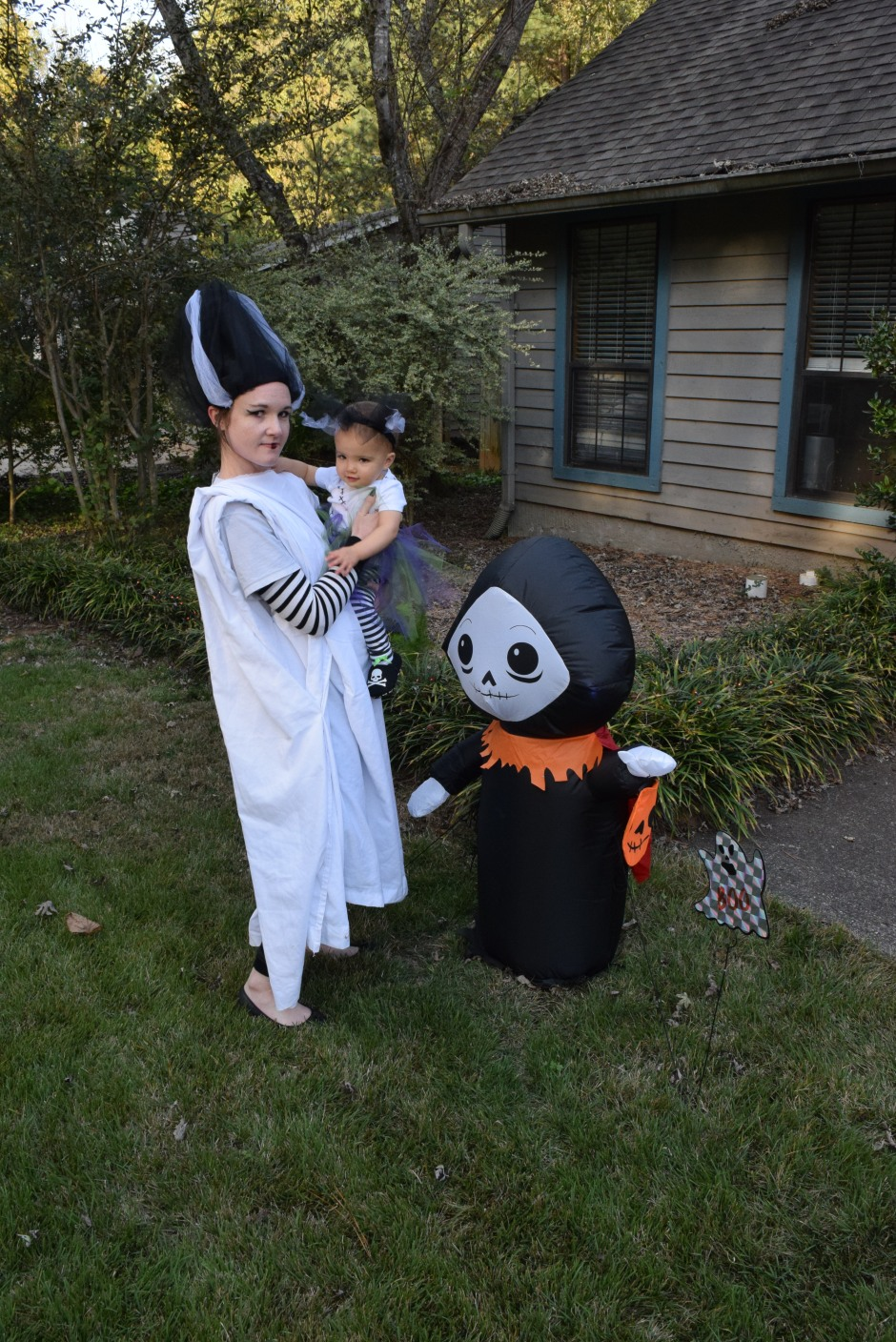 Alyssa and Lily on Halloween